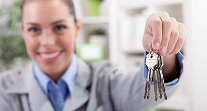 keys to a rental apartment